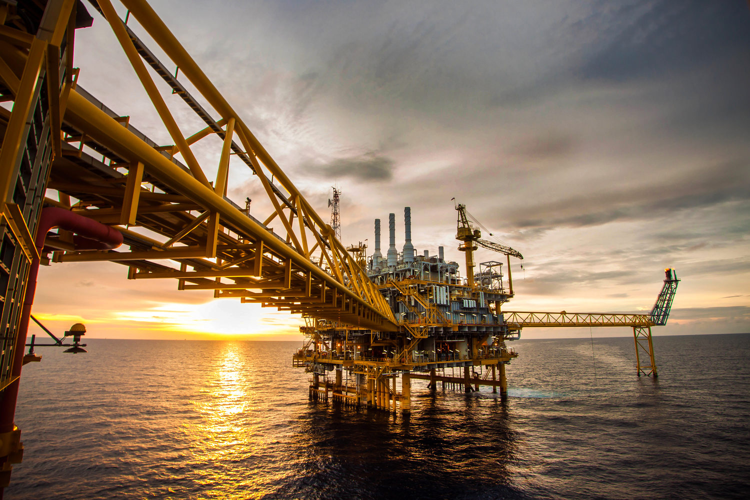 Kluber Lubrication - Speciality lubricants for the oil and gas industry //  Klüber Lubrication